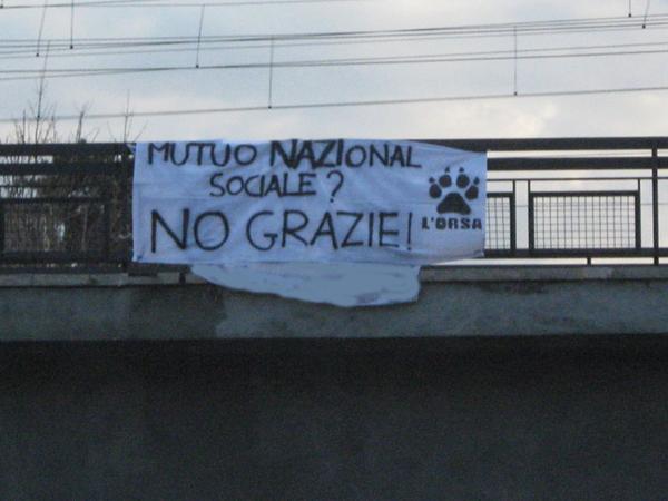 Striscione contro Casa Pound Avezzano ed la proposta del Muto (nazional) Sociale